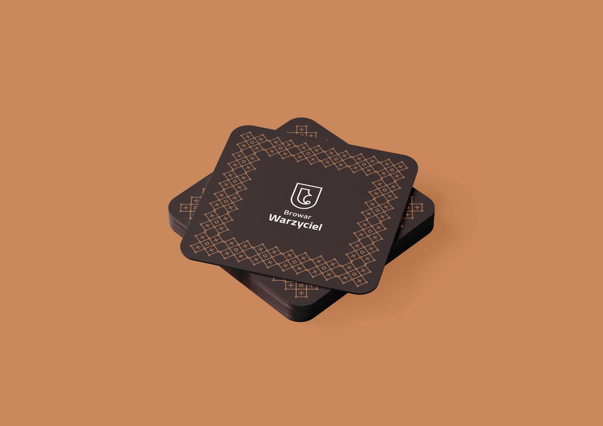 Proces projektowania logo browar warzyciel podkladka pod kufel
