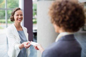 Jak stworzyć atrakcyjną wizytówkę? komunikacja biznesowa wizytowka 300x200